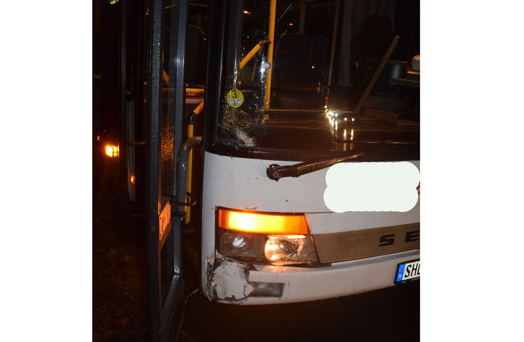 Mit 1,41 Promille gegen Schulbus geprallt: Mindener (22) besitzt keinen Führerschein mehr