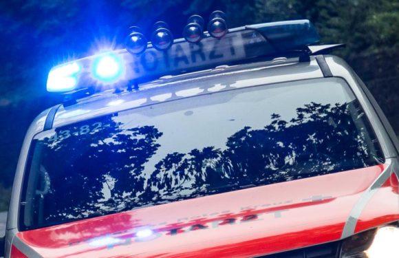 Unfallflucht nach Überholmanöver auf A2: Volvo schleudert gegen geparkten LKW