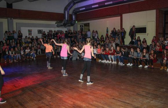"""Am internationalen Frauentag feiern: """"Girls Night"""" in Aula der IGS Helpsen"""