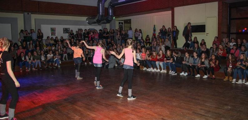 """200 Mädchen feiern ausgelassen """"Girls` Night"""""""