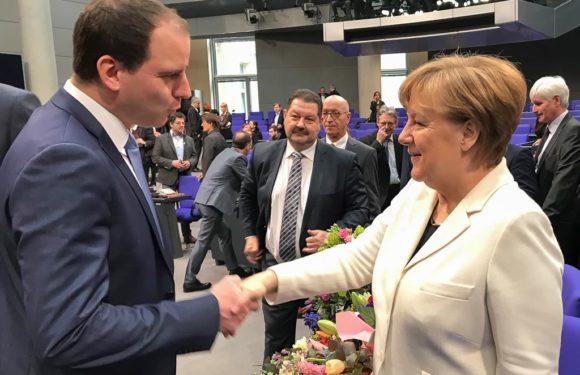 Maik Beermann gratuliert persönlich: Angela Merkel zum vierten Mal zur Bundeskanzlerin gewählt