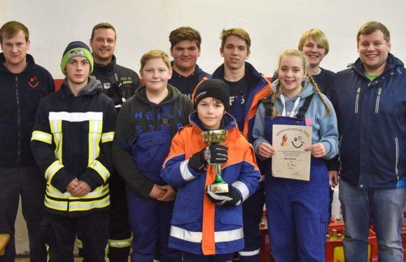 Ohne Smartphones: Jugendfeuerwehr Rusbend gewinnt Winterwettbewerb in Röcke