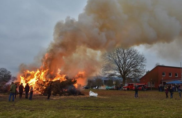 Viele Besucher trotz kühlem Wetter bei Osterfeuer: Feuerwehr Bückeburg zieht positive Bilanz