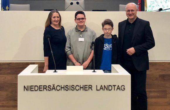 Schaumburger Schüler als Landtagsabgeordnete für einen Tag