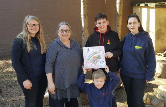 Jugend- und Kinderfeuerwehr aus Müsingen spenden für eine neue Schaukel