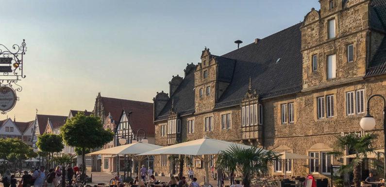 """Musik und Drinks: Stadthagen lädt zu """"Sundowner"""" auf dem Marktplatz ein"""
