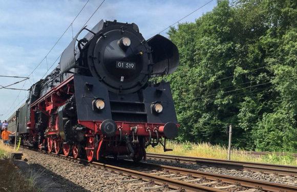 Unterwegs nach Goslar: Feuerwehr Haste hilft Dampflok in Not