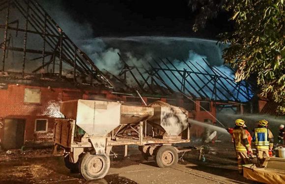 Rinteln: Bauernhaus mit Stall abgebrannt – Feuerwehren im Großeinsatz