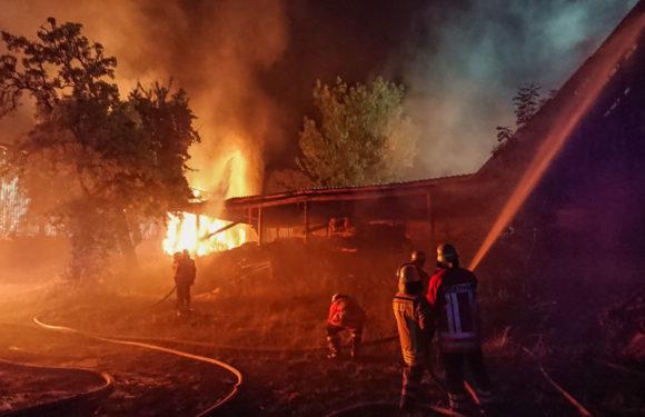 Polizei ermittelt: Scheunenbrand in Hülshagen war Brandstiftung