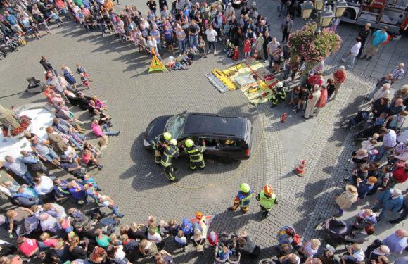 Feuerwehr-Aktionstag lockt tausende Besucher nach Bückeburg