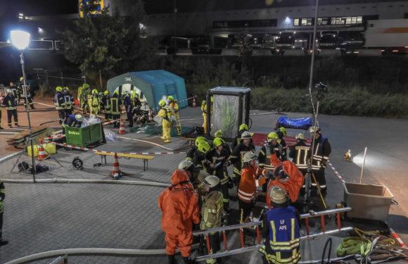 Chemikalie läuft aus: Über 140 Feuerwehrleute in Lauenau im Einsatz