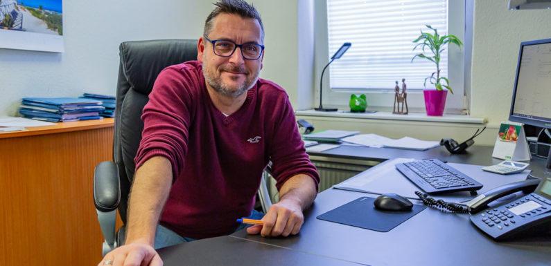 """""""Grob fahrlässig"""": Rechtsanwalt Thorsten Frühmark fordert Aussetzung des Präsenzunterrichts an Schulen"""