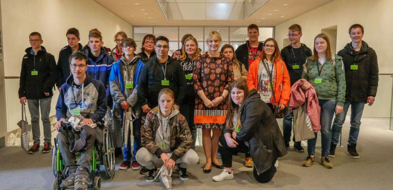 Marja-Liisa Völlers stellt sich Fragen von Schülern aus Rodenberg