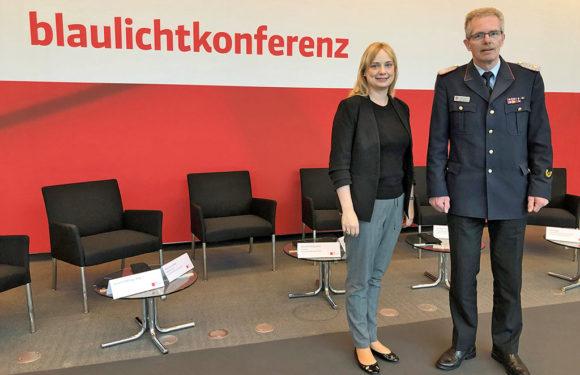 Marja-Liisa Völlers trifft Schaumburger Kreisbrandmeister Klaus-Peter Grote im Bundestag