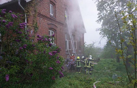 Menschenrettung und Brandbekämpfung geübt