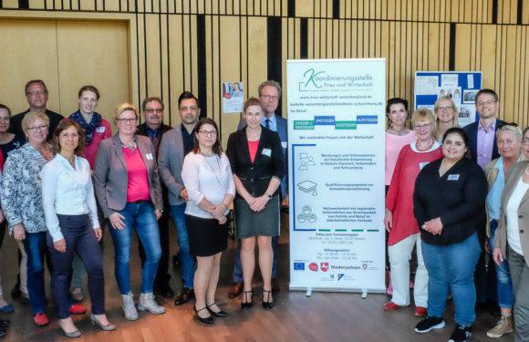 Koordinierungsstelle Frau und Wirtschaft im Weserbergland fördert berufliche Gleichstellung