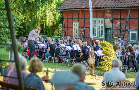 Blasorchester Krainhagen verabschiedet sich mit stimmungsvollem Picknick-Konzert in die Sommerpause
