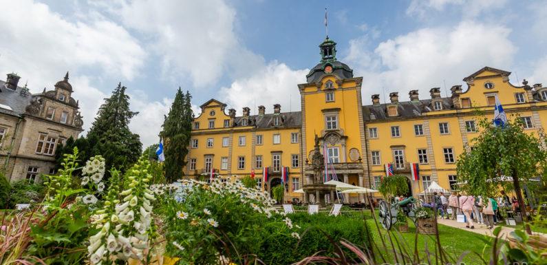 """Landpartie 2021 auf Schloss Bückeburg: Fürst und Fürstin zu Schaumburg-Lippe laden zur """"White Partie"""""""