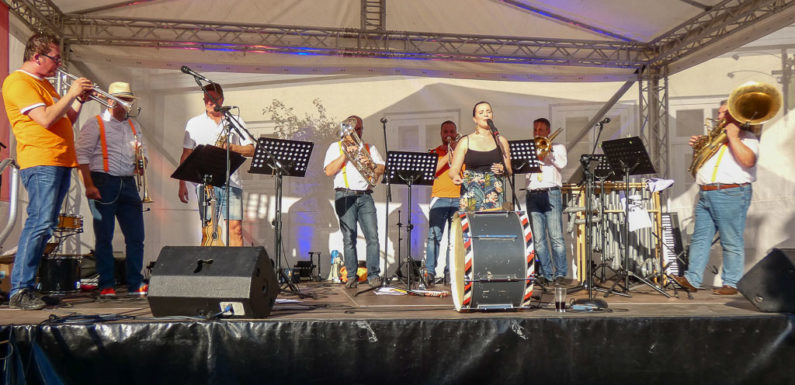 Heißer Abschluss des Bückeburger Bühnensommers 2019 mit Kota Brass