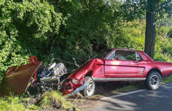 Auetal: Ford Mustang und Seat Altea stoßen zusammen – vier Verletzte