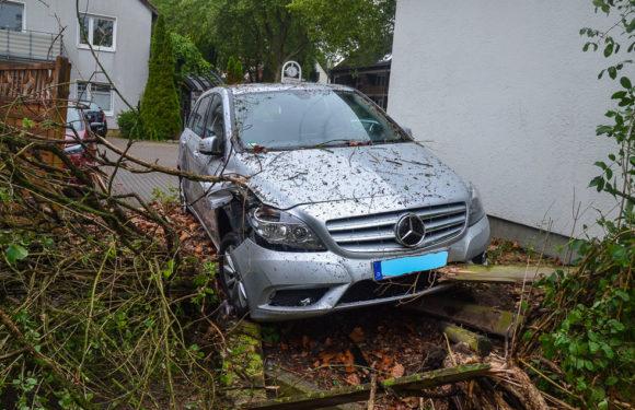 Teure Einpark-Korrektur: Auto stand schief in Parkbucht