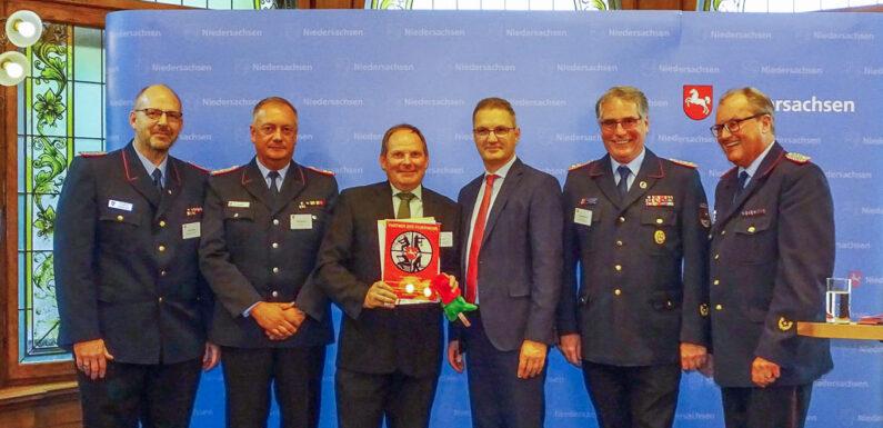"""AWS erhält Auszeichnung """"Partner der Feuerwehr 2019"""""""