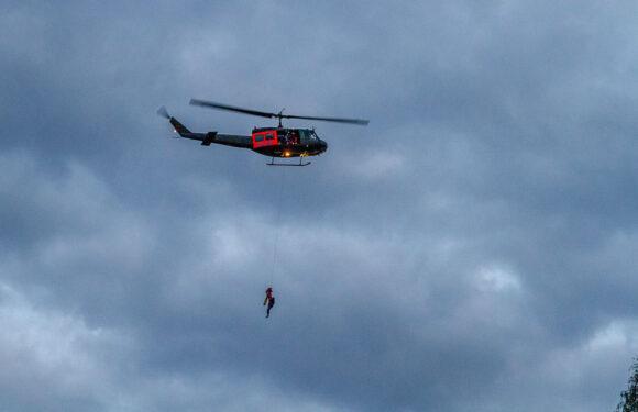Porta Westfalica: Segelflugzeug steckt in Baumkronen fest / 2 Personen durch Hubschrauber gerettet