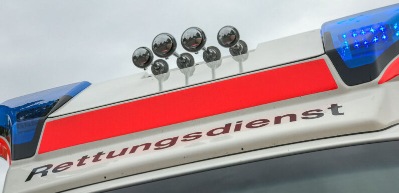 Bückeburg: Rollerfahrer kollidiert mit Schutzplanke und verletzt sich schwer