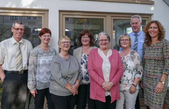 Volksbank in Schaumburg verabschiedet sieben Mitarbeiter in den Ruhestand