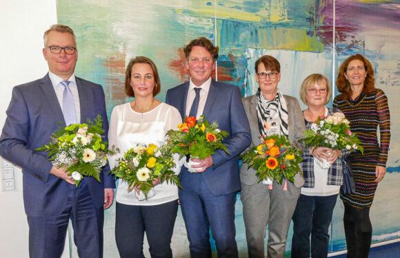 Volksbank in Schaumburg gratuliert Mitarbeitern zum Jubiläum: Vorstand dankt Jubilaren für berufliches Engagement