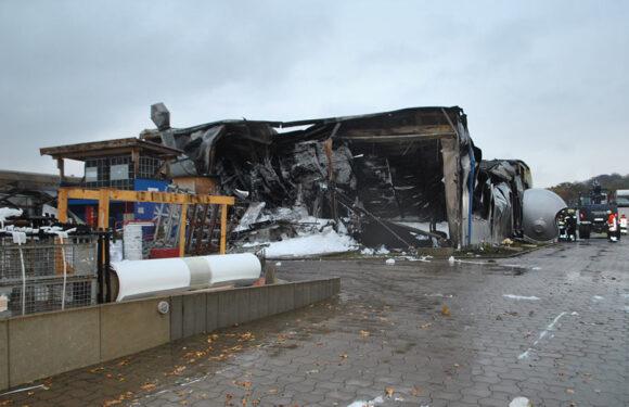 Nienstädt: Feuer in Fabrikhalle und Bürogebäude