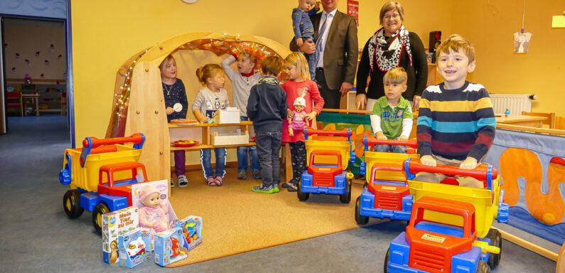 Volksbank in Schaumburg unterstützt Kindertagesstätte Waldwichtel mit Spende
