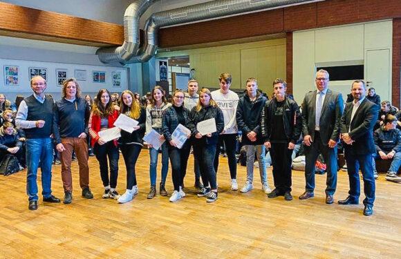 Fit fürs Berufsleben: 150 Schüler der IGS Helpsen durch Volksbank in Schaumburg gecoacht