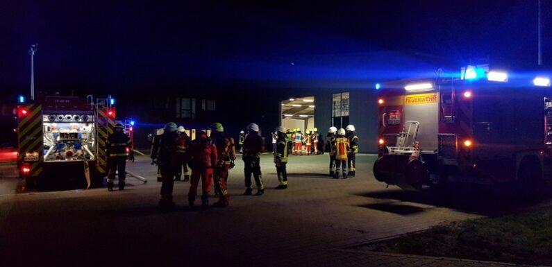 Bückeburg: Nächtlicher Feuerwehreinsatz bei Pinta Abdichtungen