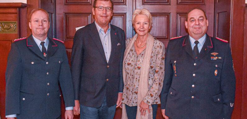 3000 Euro für Bückeburger Feuerwehren gespendet
