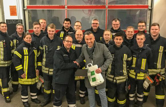 Feuerwehr Wölpinghausen bekommt Tablet gespendet