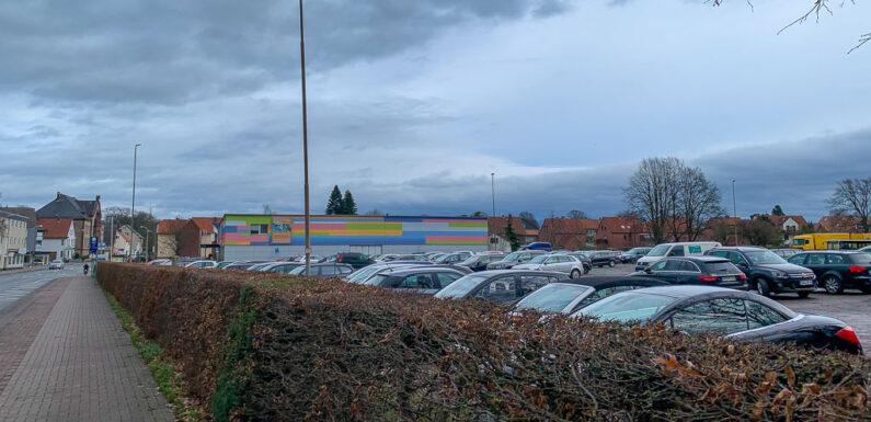 Stadthagen: Auto auf Festplatz beschädigt / Polizei sucht Zeugen