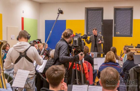Dreharbeiten während der Probe: RTL zu Besuch beim Blasorchester Krainhagen