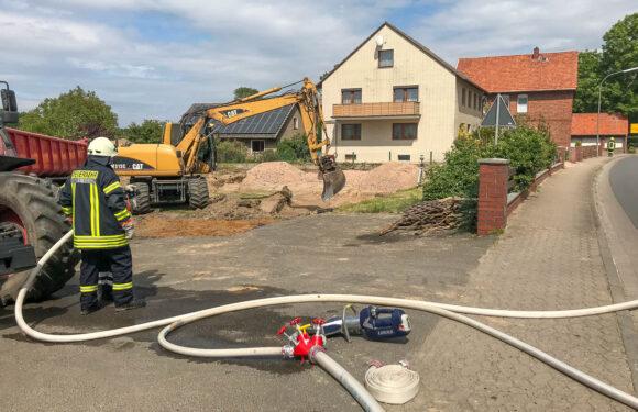 Feuerwehreinsatz in Hagenburg: Bagger beschädigt Gasleitung