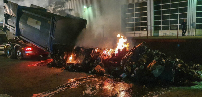 Obernkirchen: Feuerwehr löscht brennenden Müll