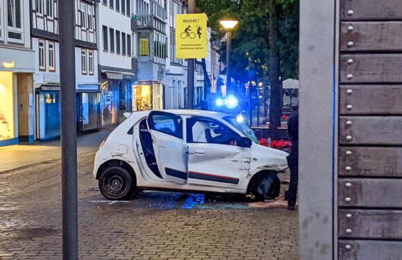 (Update: Corona-Test ist negativ) Polizei: Unfall-Ersthelfer sollen sich zwecks Kontaktverfolgung bei Landkreis melden