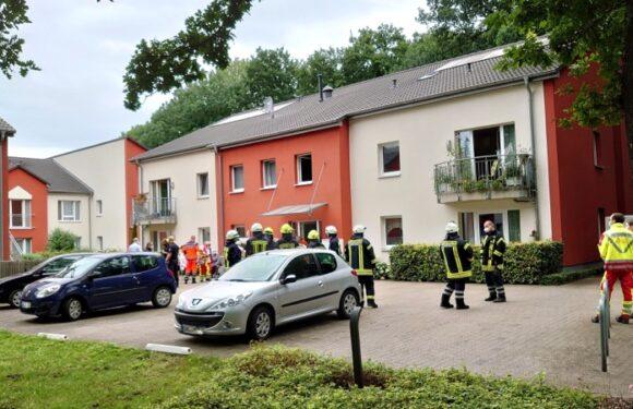 Hagenburg: Feuerwehreinsatz in Wohnanlage / Ein Bewohner leblos vorgefunden