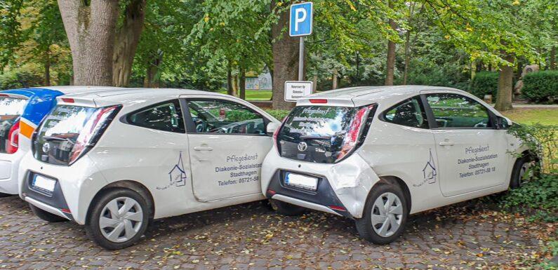 Stadthagen: Dienstfahrzeuge der Diakonie bei Unfall beschädigt und geflüchtet