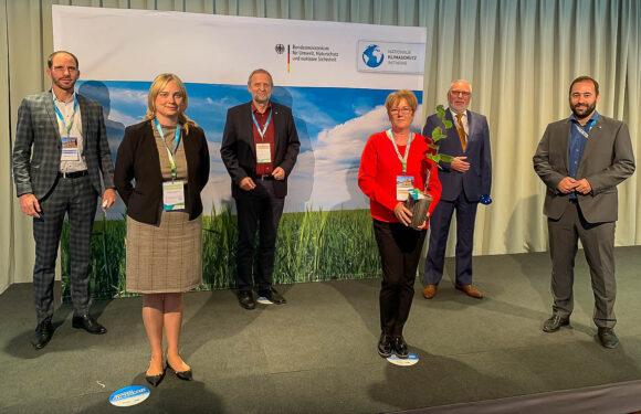 Landkreisbündnis für herausragendes Klimaschutz-Engagement vom Bundesumweltministerium in Berlin ausgezeichnet