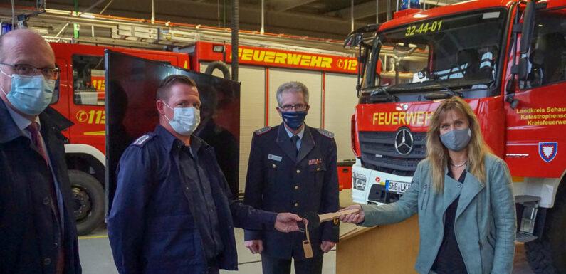 Landkreis stellt Feuerwehrfahrzeug für erweiterten Katastrophenschutz in Dienst
