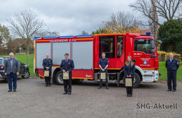 Vier Mitglieder der Feuerwehr Gelldorf erhalten goldene Ehrenamtskarten