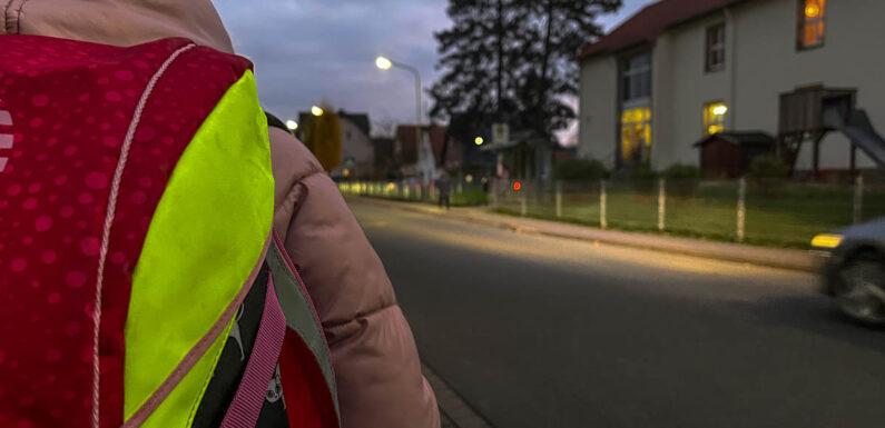 Niedersachsen zieht Weihnachtsferien vor: Eltern können nochmal verlängern