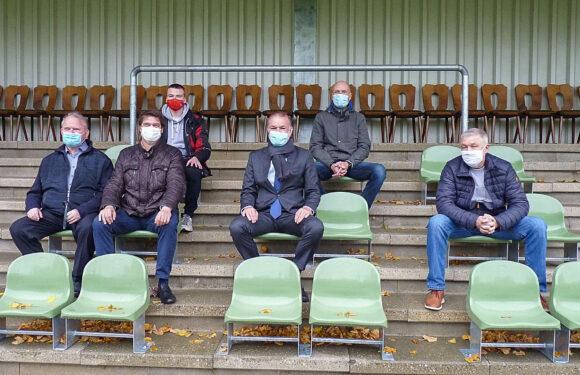 Bückeburg: Tribüne des Jahnstadions mit 102 Sitzschalen ausgestattet