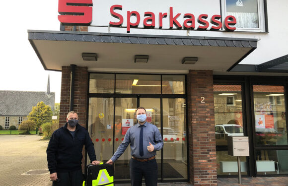 Lebensrettendes Werkzeug für Feuerwehr Sachsenhagen überreicht