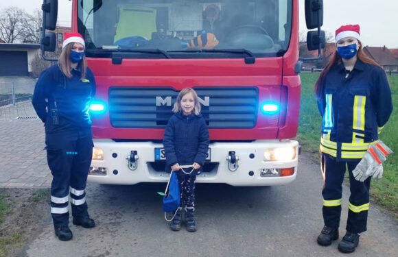 Glückliche Kinderaugen am Ende eines ungewöhnlichen Feuerwehrjahres